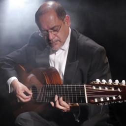 Dr. Alejandro Arroyo Ríos